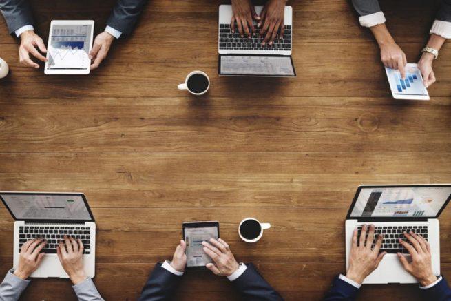既卒のための業界解説Vol.2|公務員になるまでの採用の流れは?民間企業と公務員の併願は可能なの?