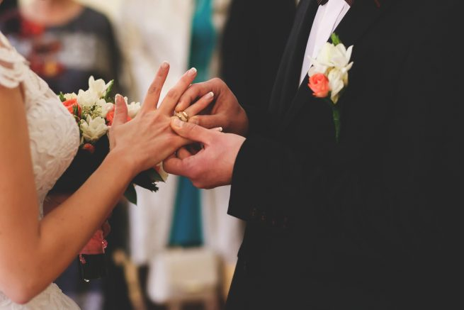 男性フリーターの結婚率は正社員の3分の1以下!?フリーターの厳しい結婚事情